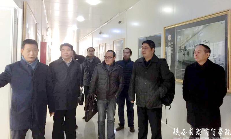 武汉工商学院来我校考察交流教学工作
