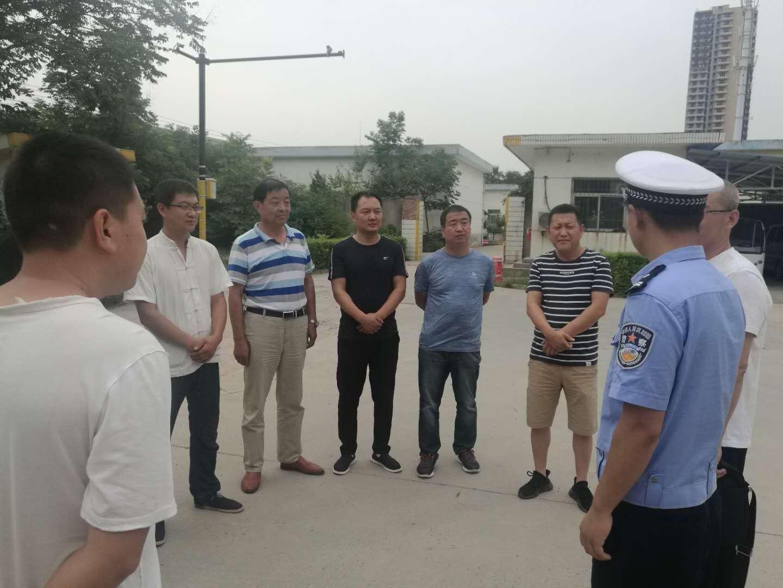 学校车队邀请西咸新区沣西新城交巡警大队来校检查指导工作